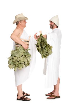 sauna nackt: M�nner mittleren Alters mit Eichenzweige f�r die russische B�der. Aus einer Serie von russischen Bad.