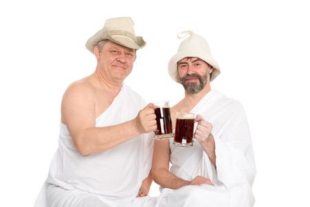 sauna nackt: M�nner in den traditionellen Badekleidung Getr�nk Kwas - Russisch Brot Saft. Aus einer Serie von russischen Bad.