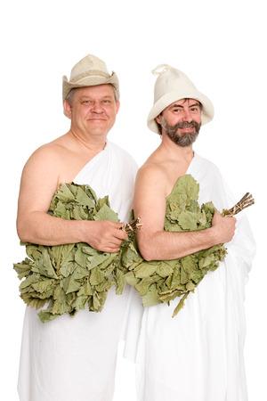 sauna nackt: Gl�ckliche M�nner mit Eichenzweige in Badeanz�gen. Aus einer Serie von russischen Bad