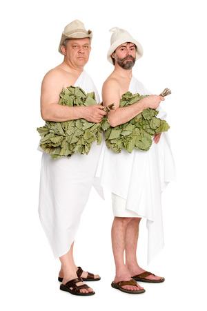 sauna nackt: Joyful M�nner mit Eichenzweige in Badeanz�gen. Aus einer Serie von russischen Bad.