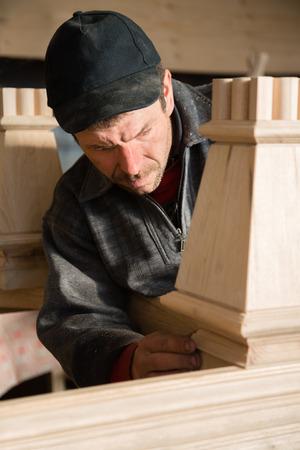 planos electricos: Carpintero comprueba para la fabricación de muebles en el taller de carpintería Foto de archivo