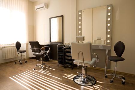Cabinet artiste et coiffeur de maquillage. Design moderne.
