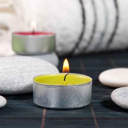 Bem-estar e conceito spa com velas, fechar-se