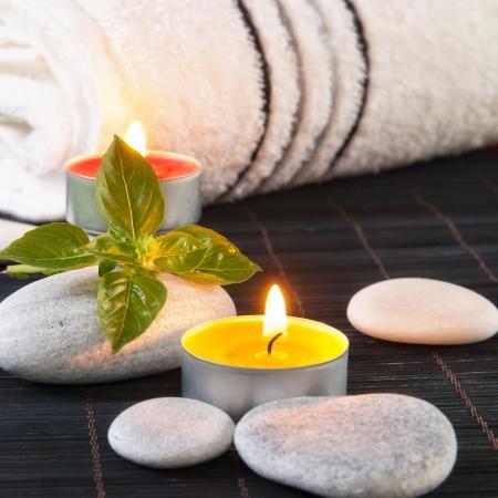 Bem-estar e conceito spa com velas, close-up Imagens