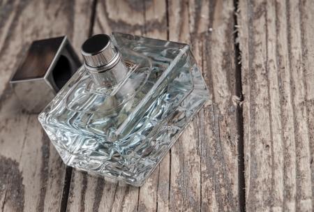 parfume bottle on old wooden table Imagens