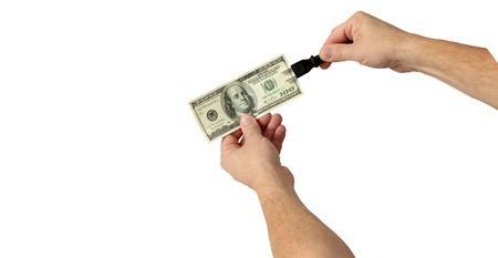 zelektryzować: Podłącz i elektryzować pieniądze za dobre wyniki, odizolowane na białym