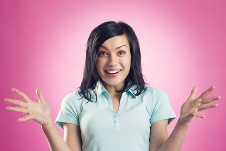 Amazing news: Surprised happy girl expressing her enthusiasm, isolated on pink background. Stockfoto