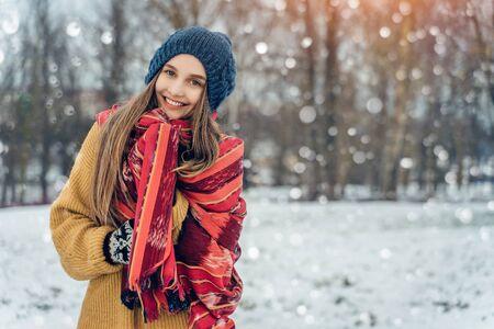 Winter young woman portrait. Beauty Joyful Model Girl laughing and having fun in winter park. Beautiful young female outdoors, Enjoying nature, wintertime 版權商用圖片
