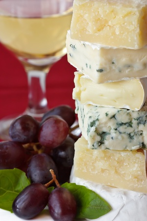 piramide alimenticia: Pir�mide de queso, uva, vino y Basilio.