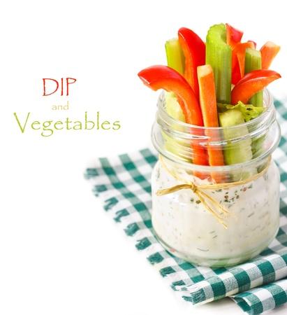 ガラスの瓶に新鮮な野菜のスパイシーなヨーグルトのディップします。 写真素材