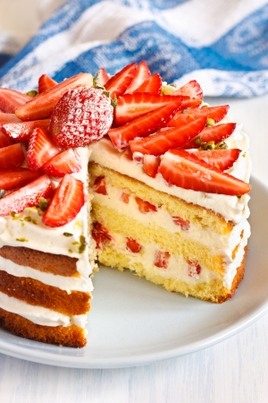 Sweet homemade cake with strawberry and whipped cream close up  Stockfoto