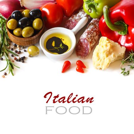 イタリア料理。白い背景の上の新鮮な食材。