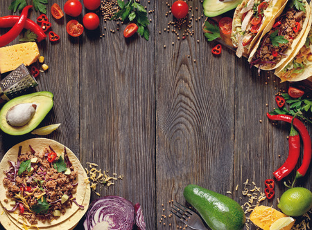 almuerzo: Fresca mexicana tacos delisious e ingredientes alimentarios.