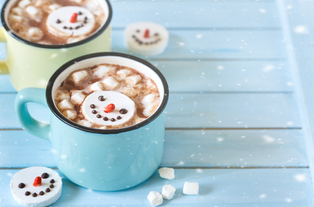 cute christmas: Sweet wintertimes drink hot chocolate with marshmallow