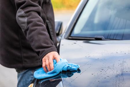 Wash the car with a blue rag Reklamní fotografie