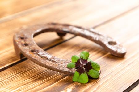 horseshoe with green shamrock sign for luck for st patricks day on a wooden background Reklamní fotografie - 123108345