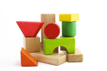 Houten stuk speelgoed blokken op witte achtergrond