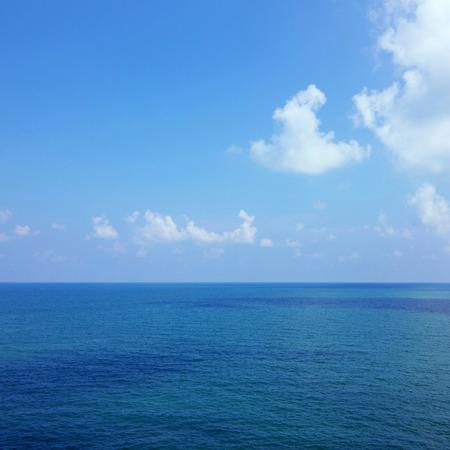 himmel hintergrund: Hintergrund der ruhigen Meer und blauer Himmel