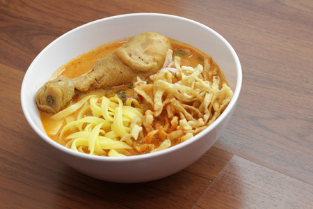 khao: Curry noodle with chicken (Khao Soi), Northern Thailand cuisine