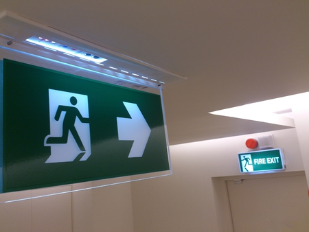 Emergency exit sign in building (fire exit) Imagens