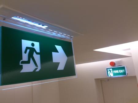 Emergency exit sign in building (fire exit) Foto de archivo
