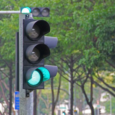 一方、緑の信号トラフィック ライト