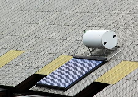 Zonnepaneel voor warmwater systeem op dak