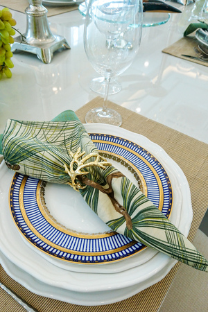 Served plate with napkin on the table Фото со стока
