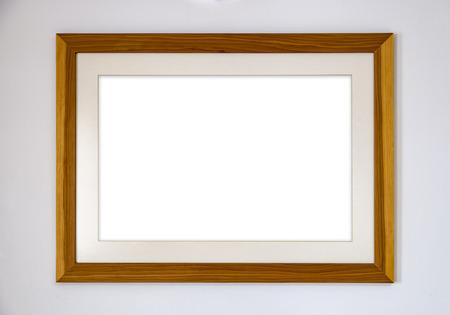 Leerer Fotorahmen aus Holz an der Wand