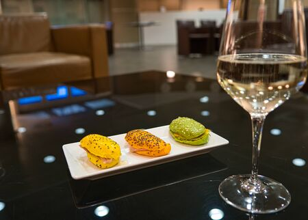 Finger food, sandwiches and a glass of champagne in an upscale atmosphere and business lounge Standard-Bild