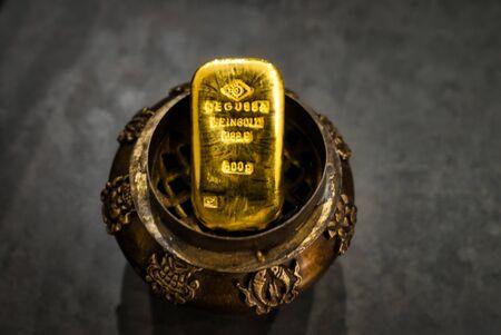 500 g gold bar of valuable gold Stock fotó