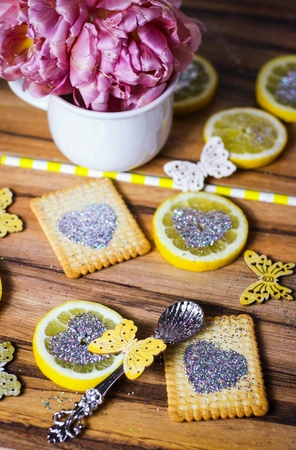 lemon slices: Lemon slices with heart glitters