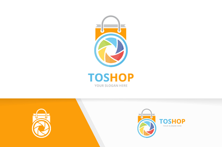 A Vector camera shutter and shop logo combination. Lens and sale symbol or icon. Unique photo and bag logotype design template. Illusztráció
