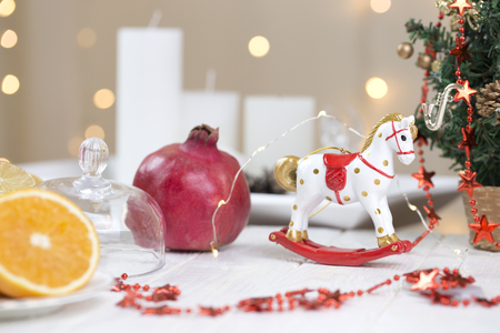 A Christmas rocking horse. wooden horse - Christmas decoration - background for a greeting card. Toy rocking white horse. 免版税图像