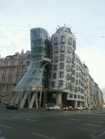 the dancing house: La Casa Danzante en Praga Rep�blica Checa Foto de archivo