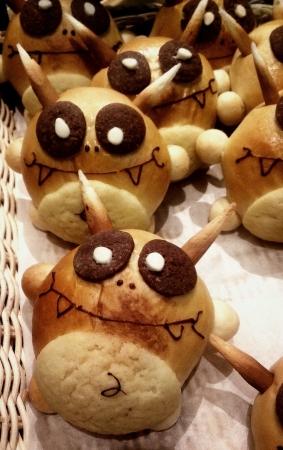 cute alien: Very cute alien bun