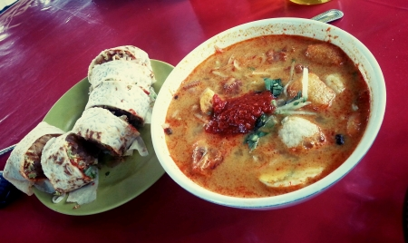 melacca: Nyonya traditionam popiah and curry laksa