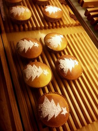 sucre glace: Arbre de No�l de sucre glace sur le pain