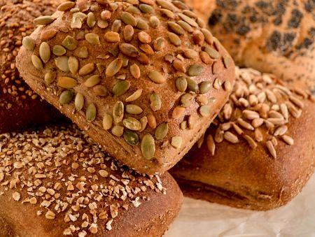 Sortiment von gesunden MULTIGETREIDEBROT Brot Brötchen Standard-Bild - 6487424