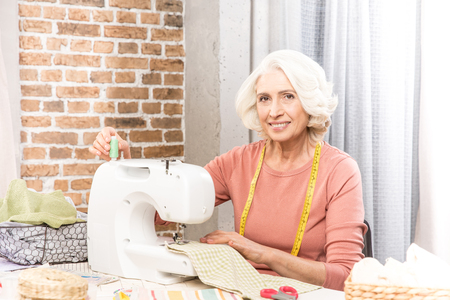 Woman with sewing machine Stockfoto