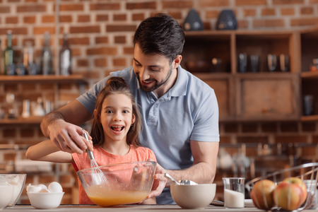 father and daughter making cookies in kitchen 免版税图像 - 75187978