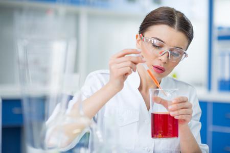 女性の科学者を実験化学研究所 写真素材