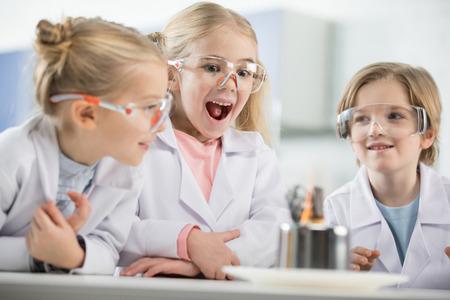子供の科学研究所で保護メガネを着用