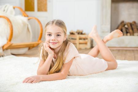 Cute niña  Foto de archivo - 75380769