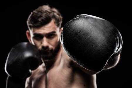 Sportman in bokshandschoenen Stockfoto