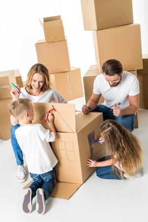 Familienzeichnung auf Karton