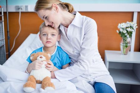 pediatrist: Doctor and little patient