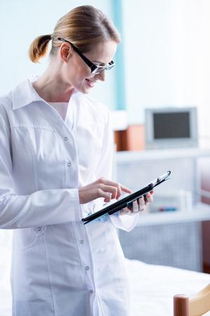 Doctor with digital tablet 版權商用圖片