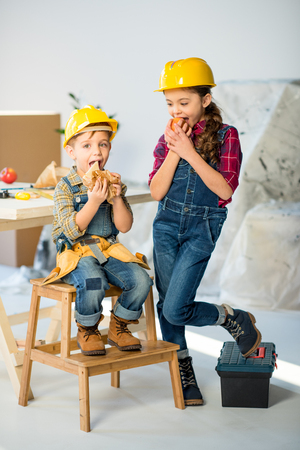 laboring: Kids eating in workshop Stock Photo