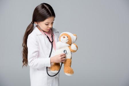 小さな女の子の医師を再生 写真素材